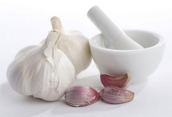 Настойка на чесноке для чистки сосудов на водке, спирте, красном вине: рецепты, а также как принимать средство, какой схемы придерживаться?