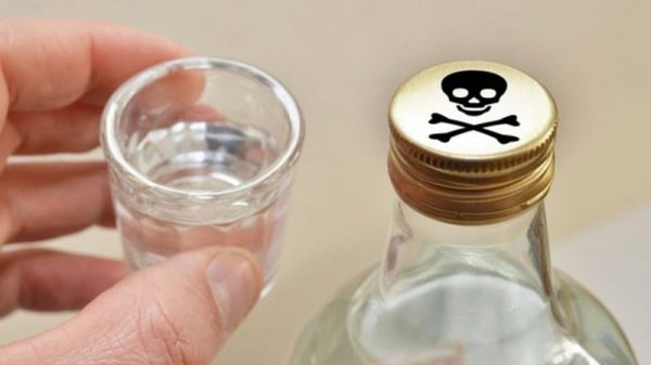Признаки отравления метиловым спиртом: симптомы, первая помощь при отравлении, смертельная доза, последствия